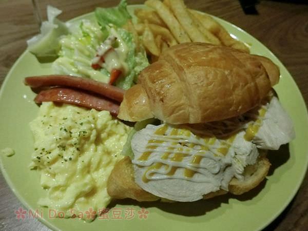 大坪林捷運站∣ZOO CAFE鹿咖啡 早午餐 彷彿置身動物園般的特色店家∣新店美食