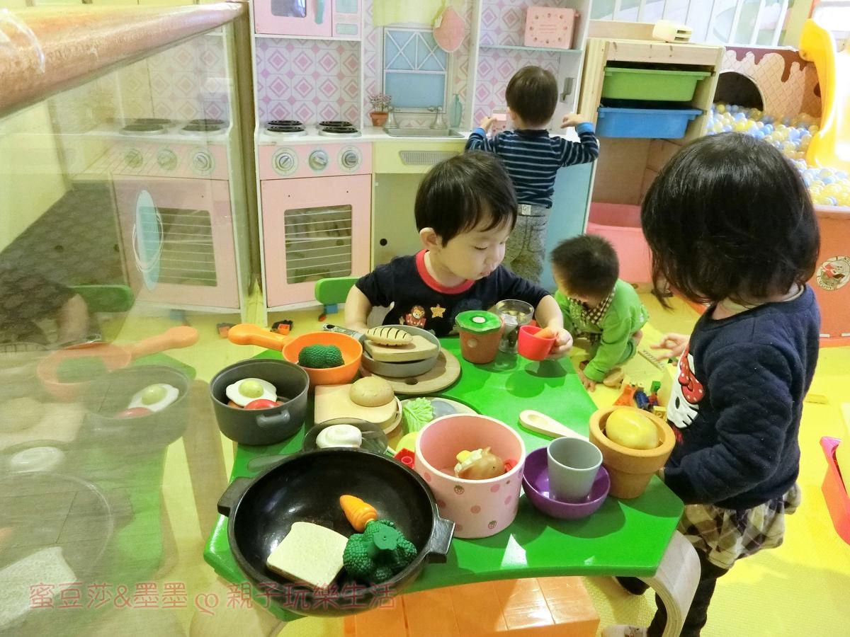 捷運萬隆站∣FUN CAFE親子餐廳 溜小孩的好去處 好吃又好玩
