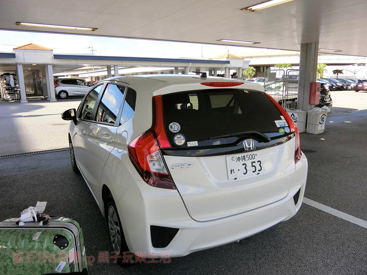 沖繩親子自由行∣OTS免費接駁車到那霸機場 臨空豐崎營業所還車 省時又方便