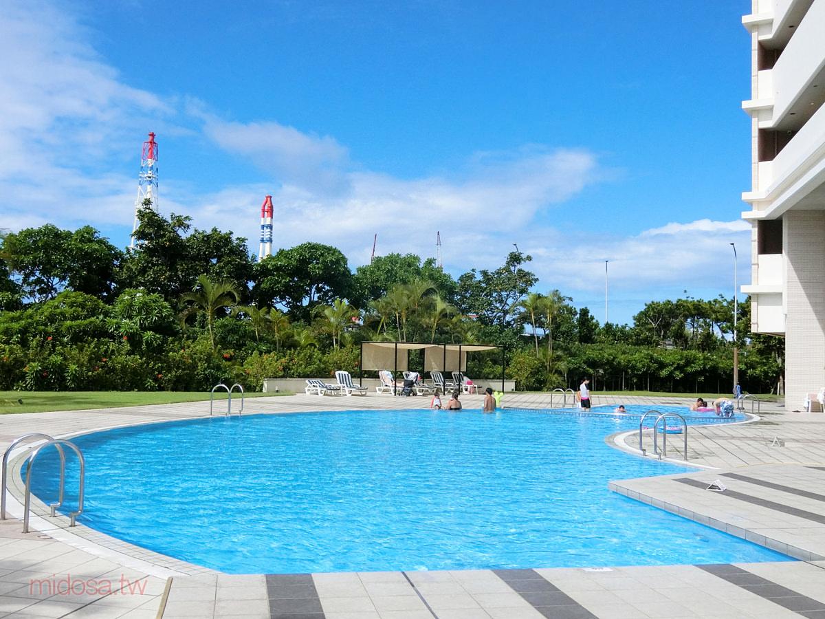 宜野灣月亮海酒店公寓 有游泳池和兒童戲水池 走路就到24小時超市
